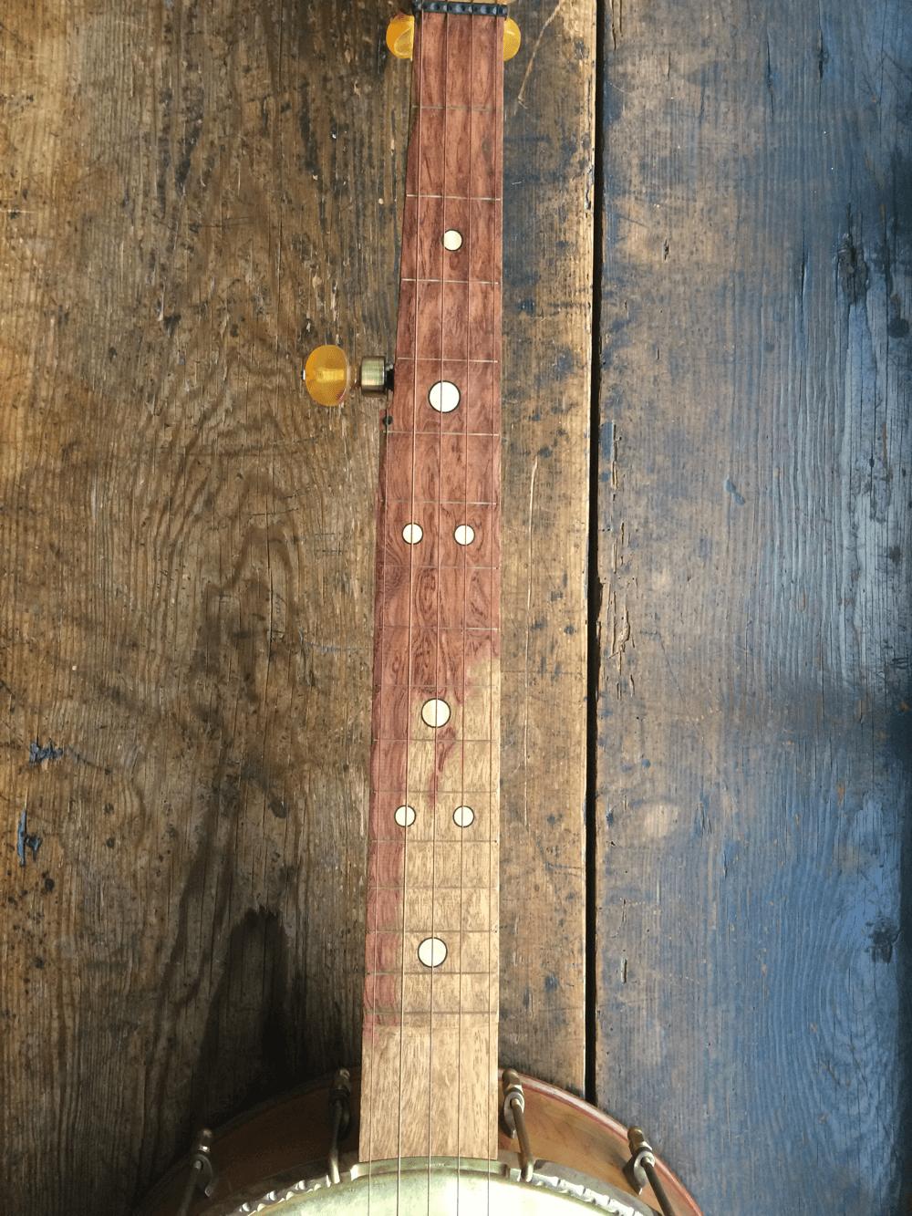 Scalloped fingerboard in Bubinga heart and sap wood